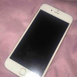 iPhone 6s guld, funkar hur bra som helst förutom högtalaren som är lite sämre och att den är lite sliten på baksidan <3 1100 inklusive frakt <3 pris kan diskuteras