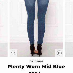 Dr denim jeans i modellen plenty, mer info står på bilden. 400kr nypris och den är knappt använd då den inte passar mig längre. Säljs för 250
