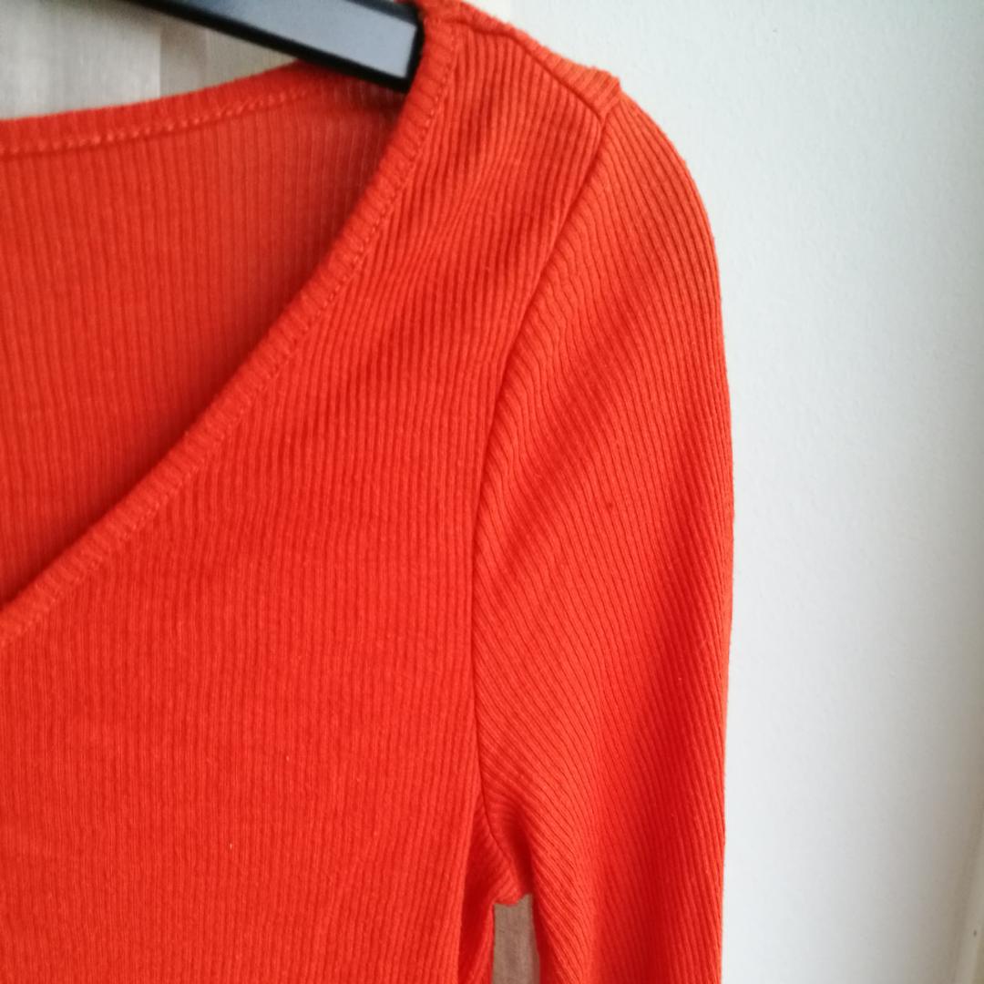 Så fin orange ribbad topp från Weekday. 39kr i frakt eller så möts vi i Stockholm!. Toppar.