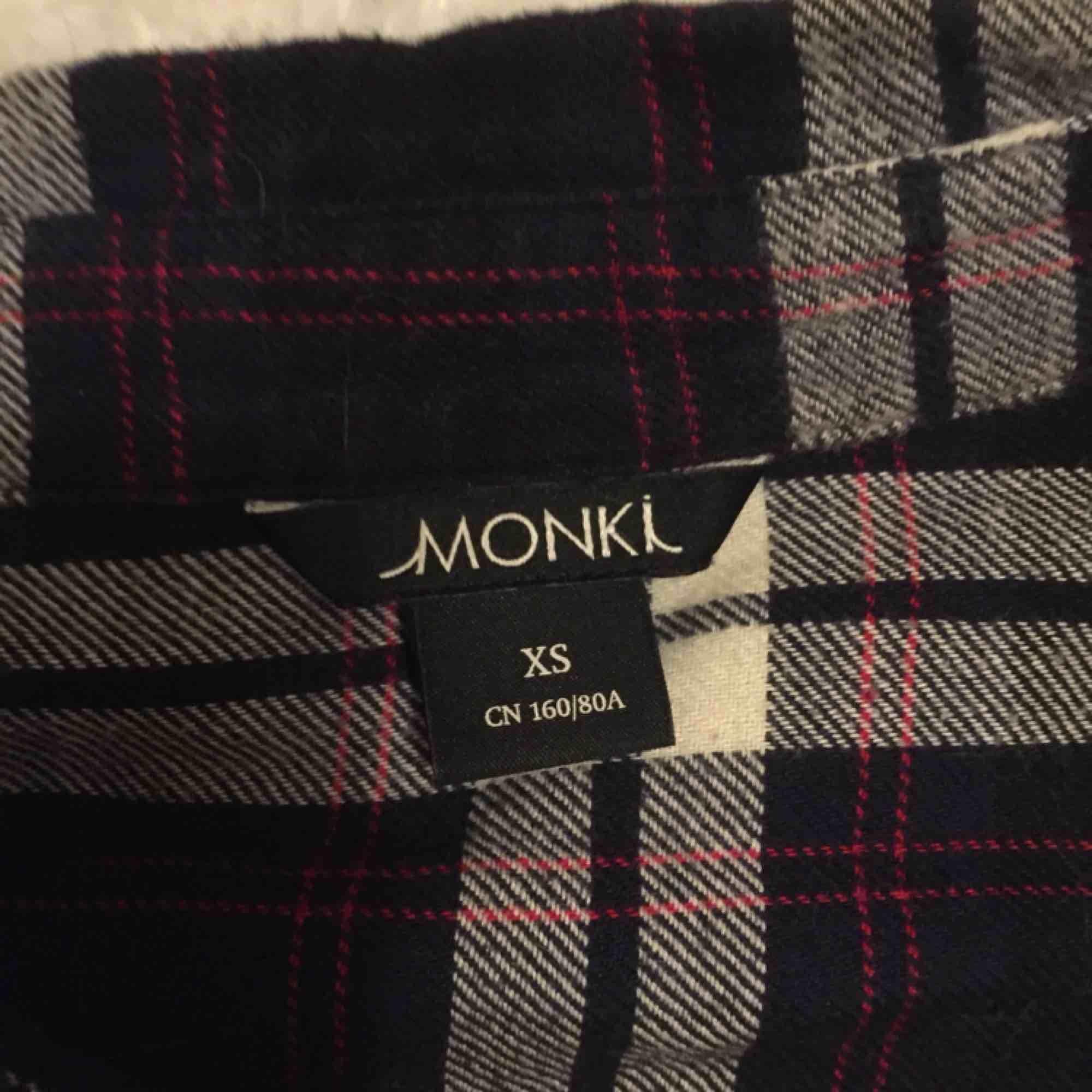 Skjorta från monki, Halmstad i Stockholm eller skickas då köparen betalar för frakt.. Skjortor.