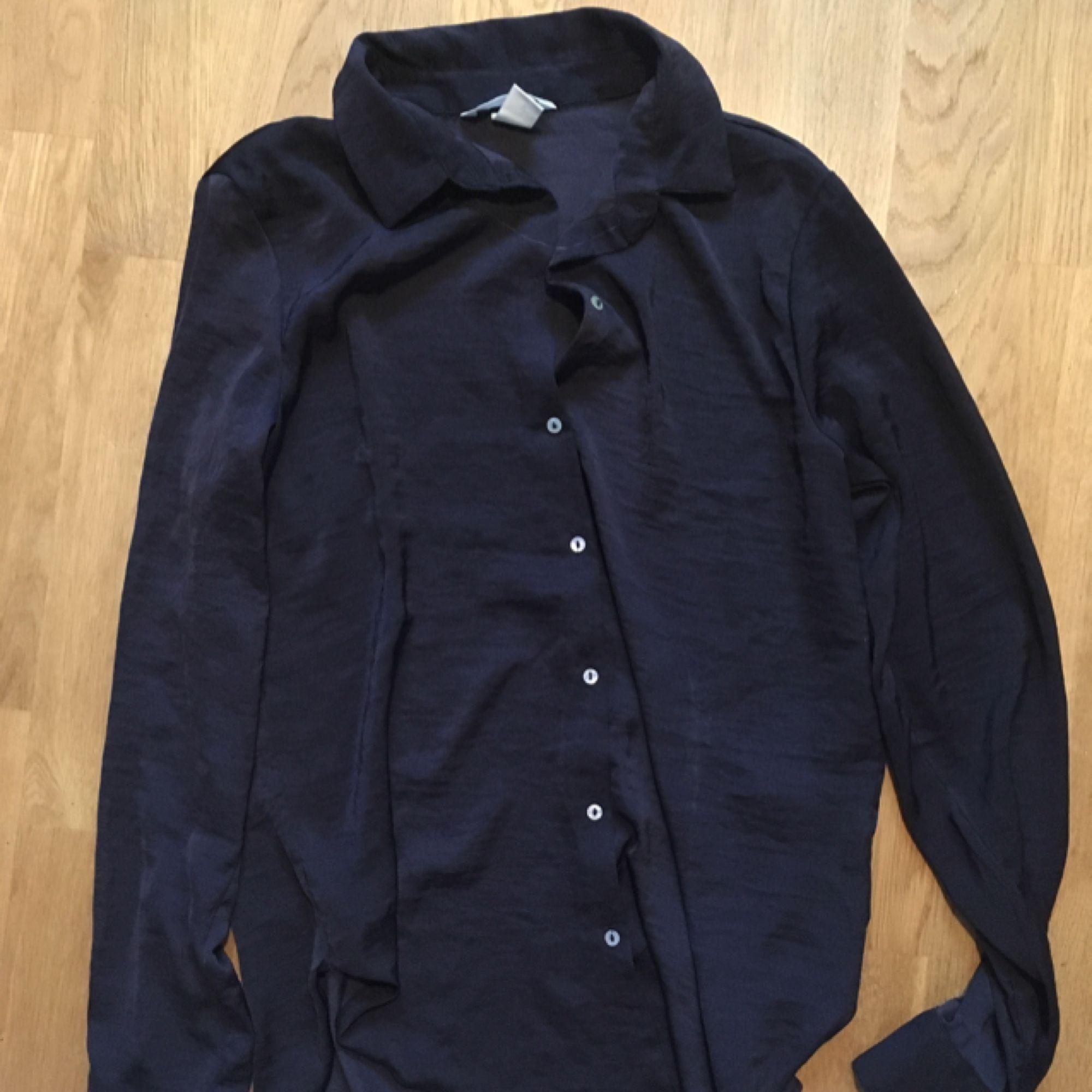 Silkes skjorta från hm. I gott skick! :). Blusar.