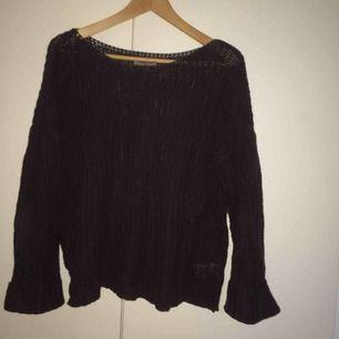 Mörkblå tröja från Hunkydory. Lite stor i storleken.