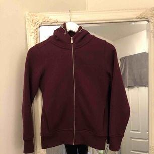 Sail racing hoodie, aldrig använd. Super skön med mjukt material på insidan.