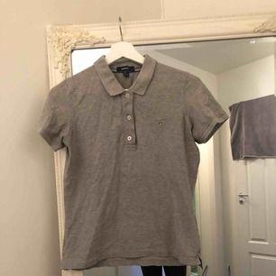 Gant t-shirt, fint skick. Säljes då det är för stort.