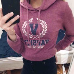 Mysig hoodie från Primark. Bara använd ett fåtal gånger. Köparen står för frakt.