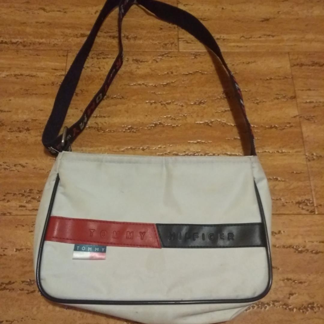 Vintage Tommy Hilfiger handväska i fint skick! Osäker om det är äkta dock.. Väskor.