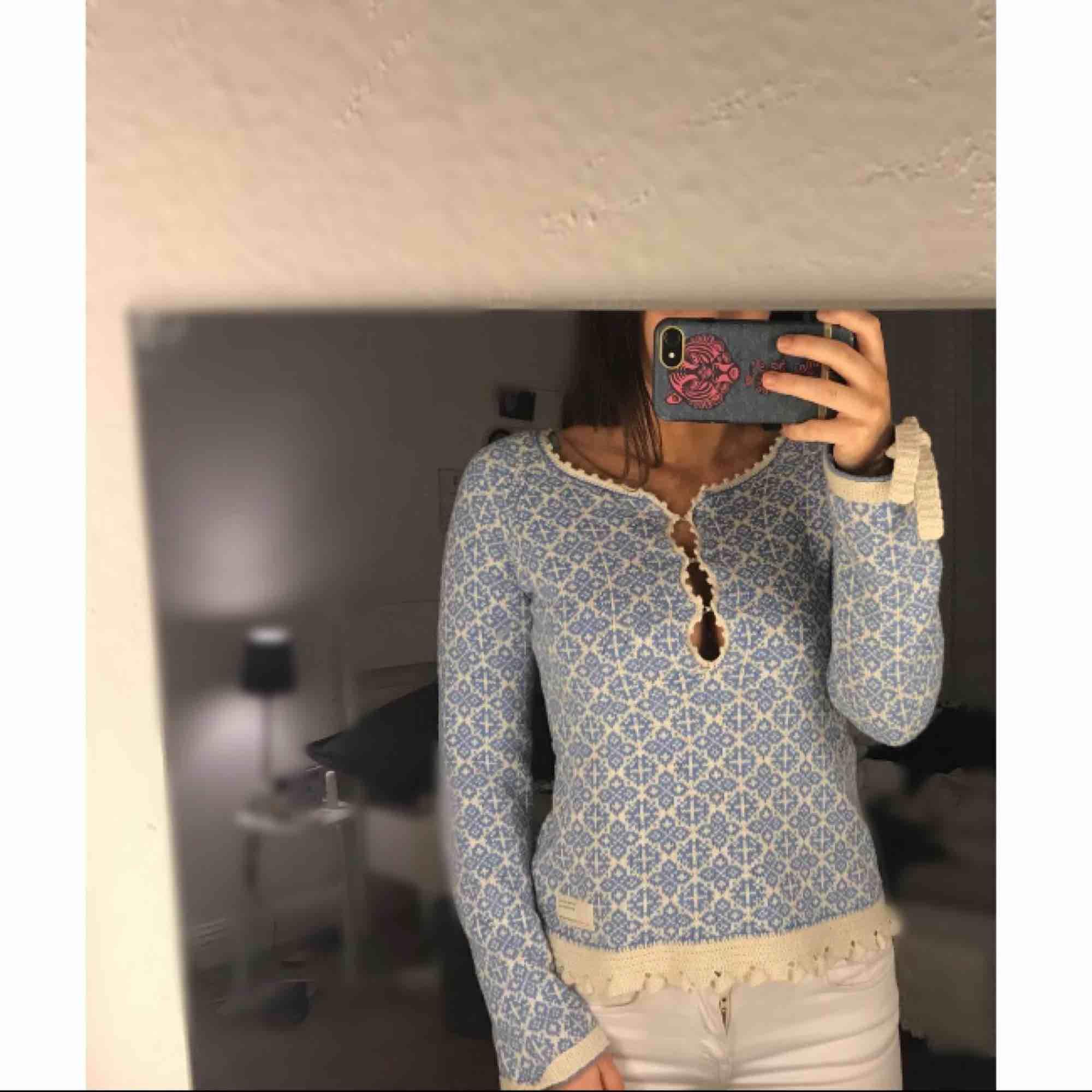 Odd molly tröja använd få tal gånger  Storlek 0 (XS)   Ska varan skickas står köparen för frakten  . Tröjor & Koftor.
