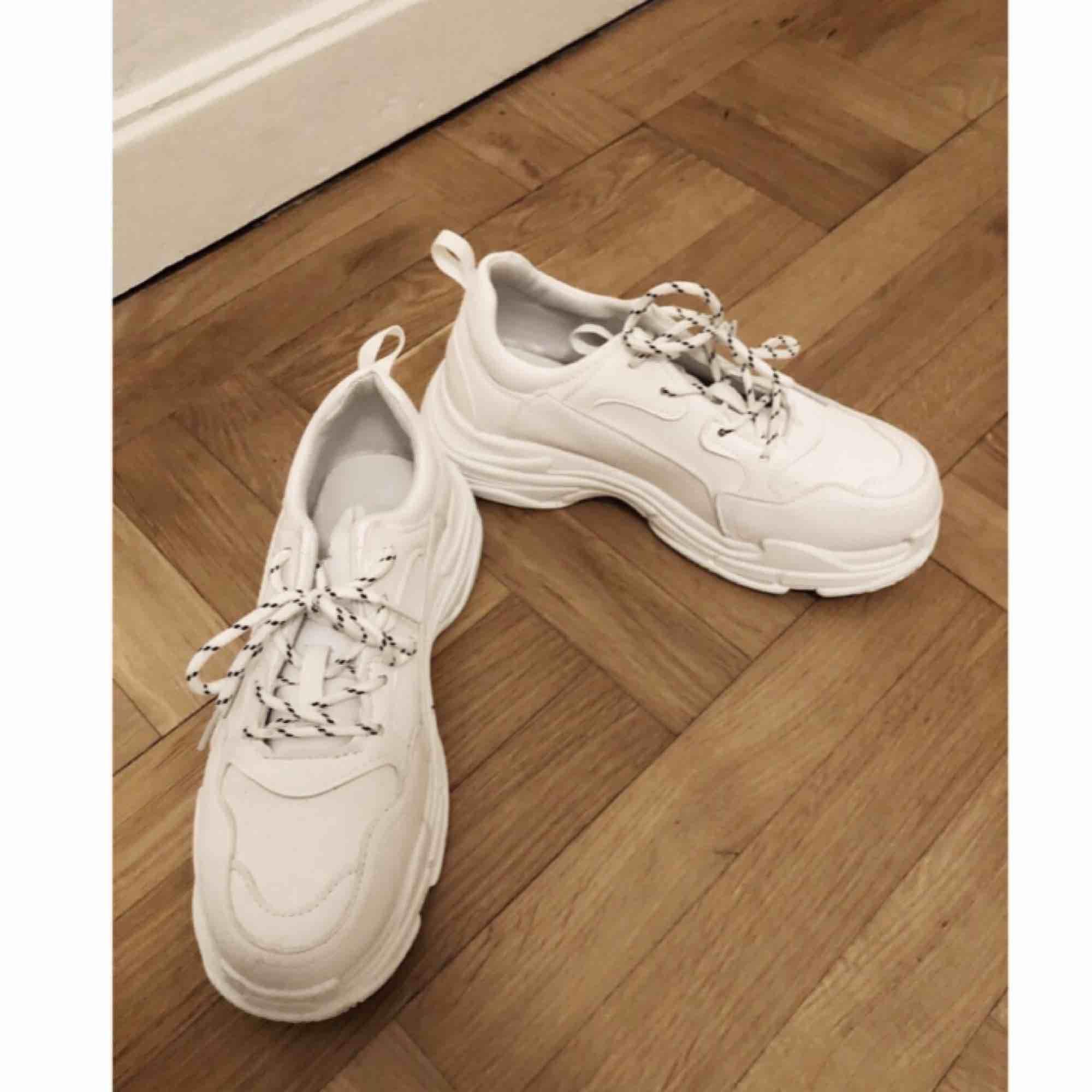 Chunky sneakers storlek 39 men de är små i storleken så passar en 38. säljer pga för små😭 Frakt 75. Skor.