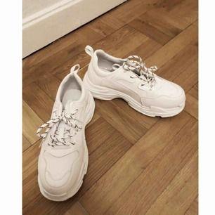 Chunky sneakers storlek 39 men de är små i storleken så passar en 38. säljer pga för små😭 Frakt 75