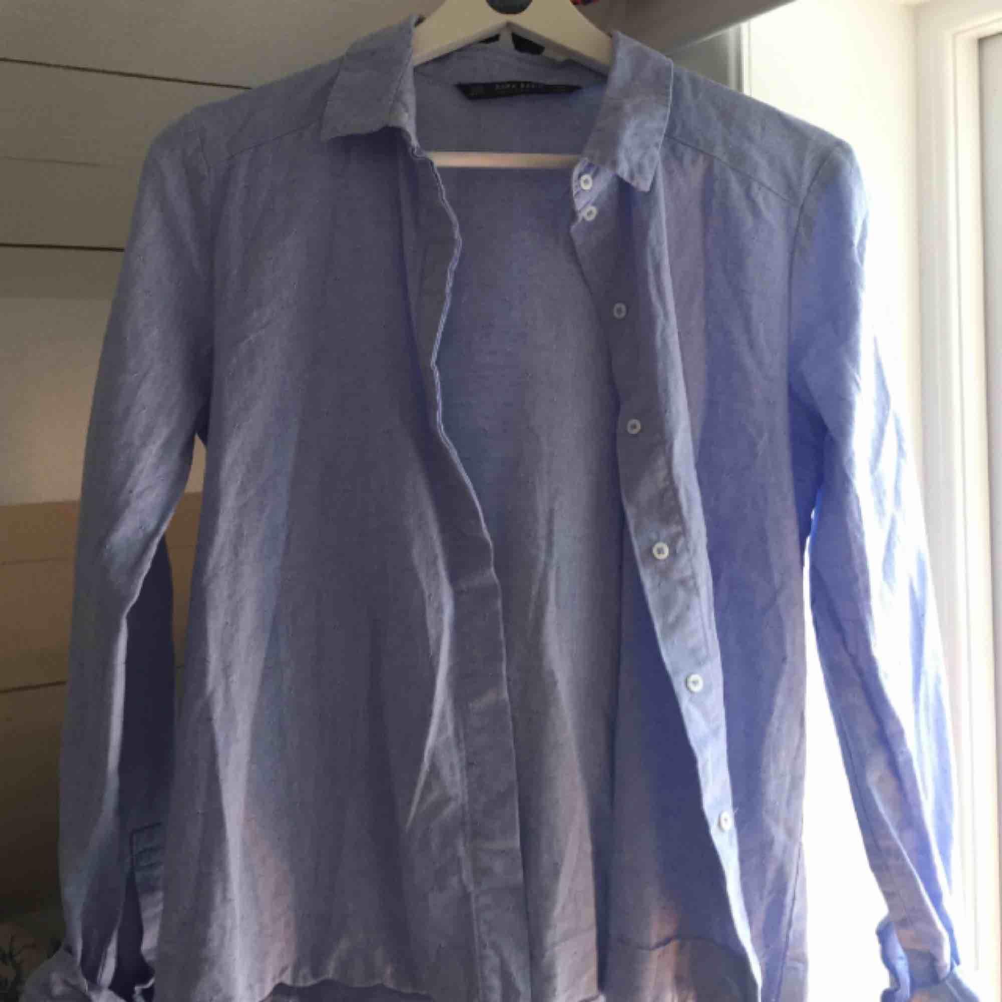 Jättesnygg skjorta som är helt oanvänd! . Skjortor.