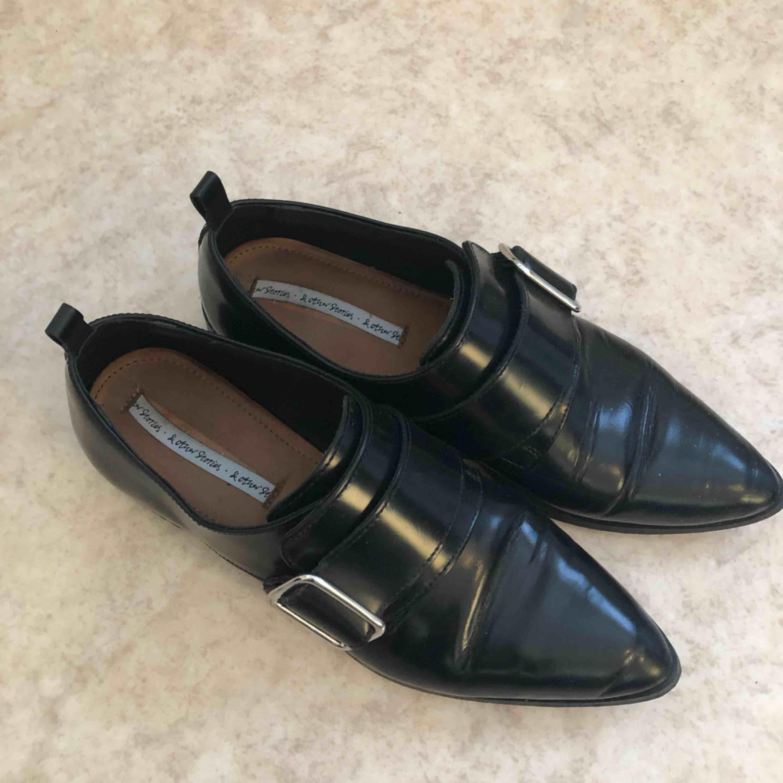 Superfina skor från and other stories. Storlek 38, de är i nyskick :). Skor.