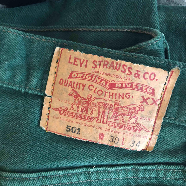 Vintage jeans från Levi's. Passar en 26/27, avklippta längst ner :) . Jeans & Byxor.