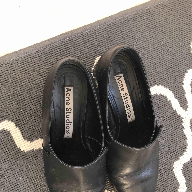 Superfina acne skor som jag tyvärr får inse är en smula för små 😞 (Alla bilder är mina) . Skor.