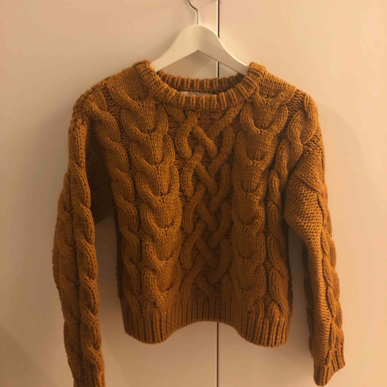 Stickad tröja i 100% merino ull från & other stories. Väldigt tjock och varm :) . Stickat.