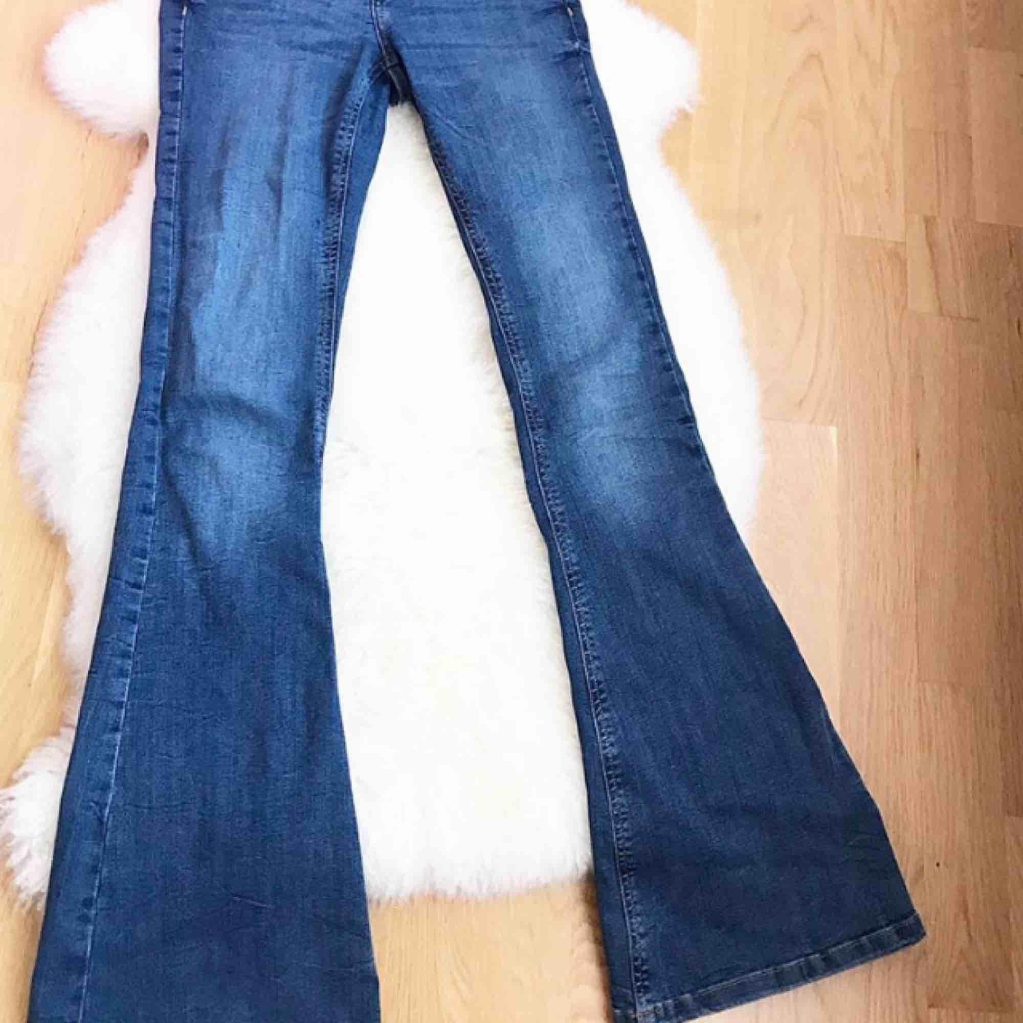 Blå bootcut jeans i storlek 36 passar XS-S, helt ny . 300:-. Jeans & Byxor.