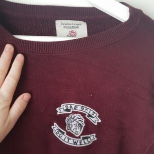 Mysig tröja/sweatshirt från Pull&Bear. Står storlek S men passar även M.