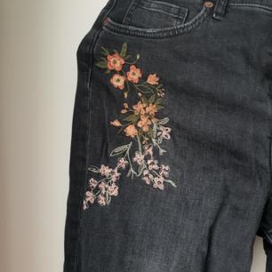 Snygga Jeans från h&m med detaljer 🤗