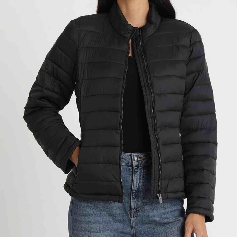 säljer denna super sköna jacka från vila då den skällan används. Fraktillkostand tillkommer. . Jackor.