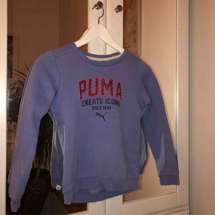 Sweatshirt från puma med tryck Barnstorlek M eller 140 Kan mötas upp i Täby/Danderyd annars står köpare för frakt