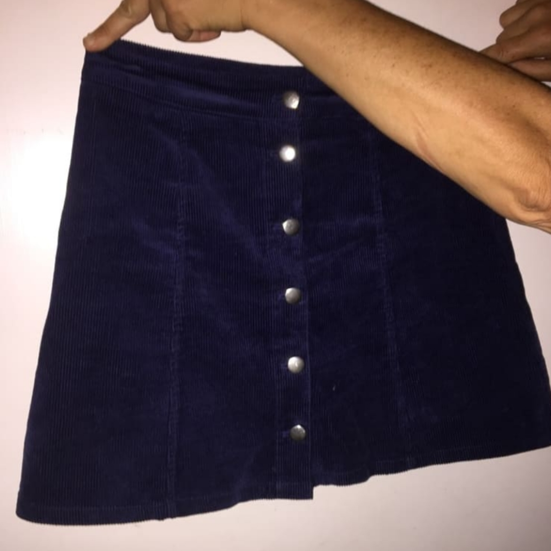 Jättefin mörkblå manchesterkjol med silverknappar!. Kjolar.