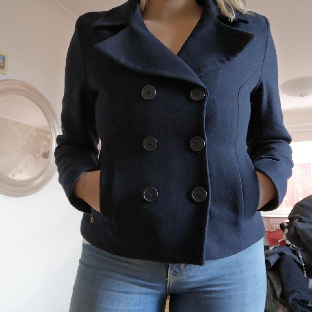 Jacka som passar för höst, går att använda under vintern med tjockare tröja under. Väldigt bra skick, frakt ingår ej och inget återköp😀. Jackor.