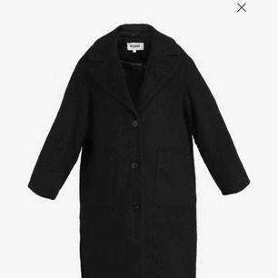 Nice vinter kappa från weekday! Säljer pga har för många jackor! Knappt använd!!  Ny pris 1500kr!   Kan mötas upp i Sthlm!