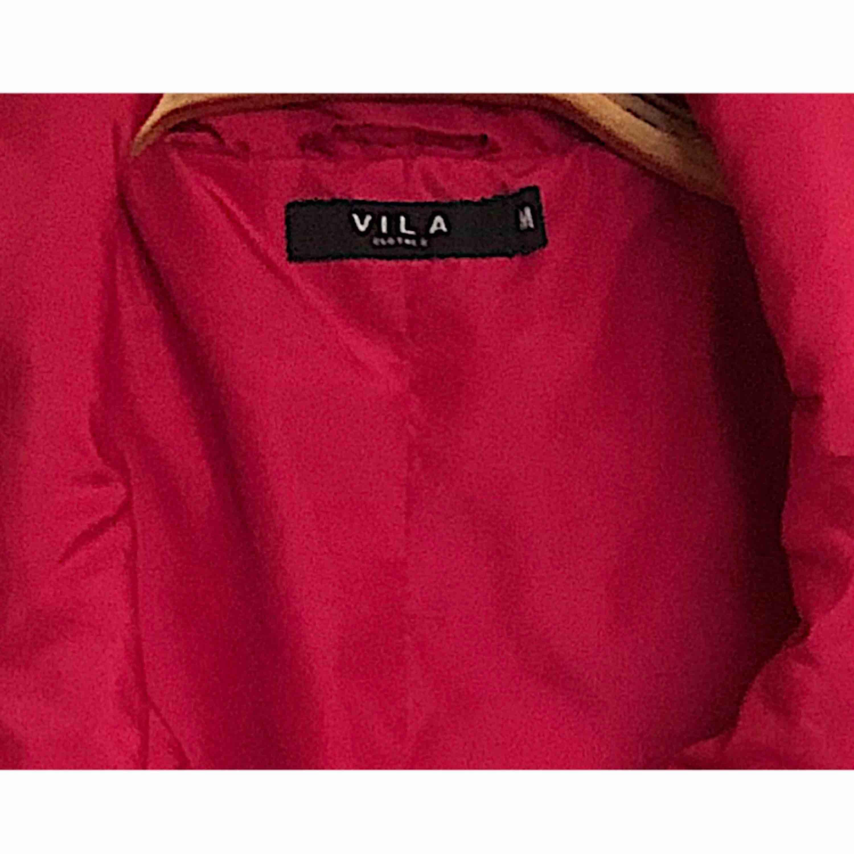Jag använde jackan bara tre gånger och jag köpte den från Vila. Jackor.