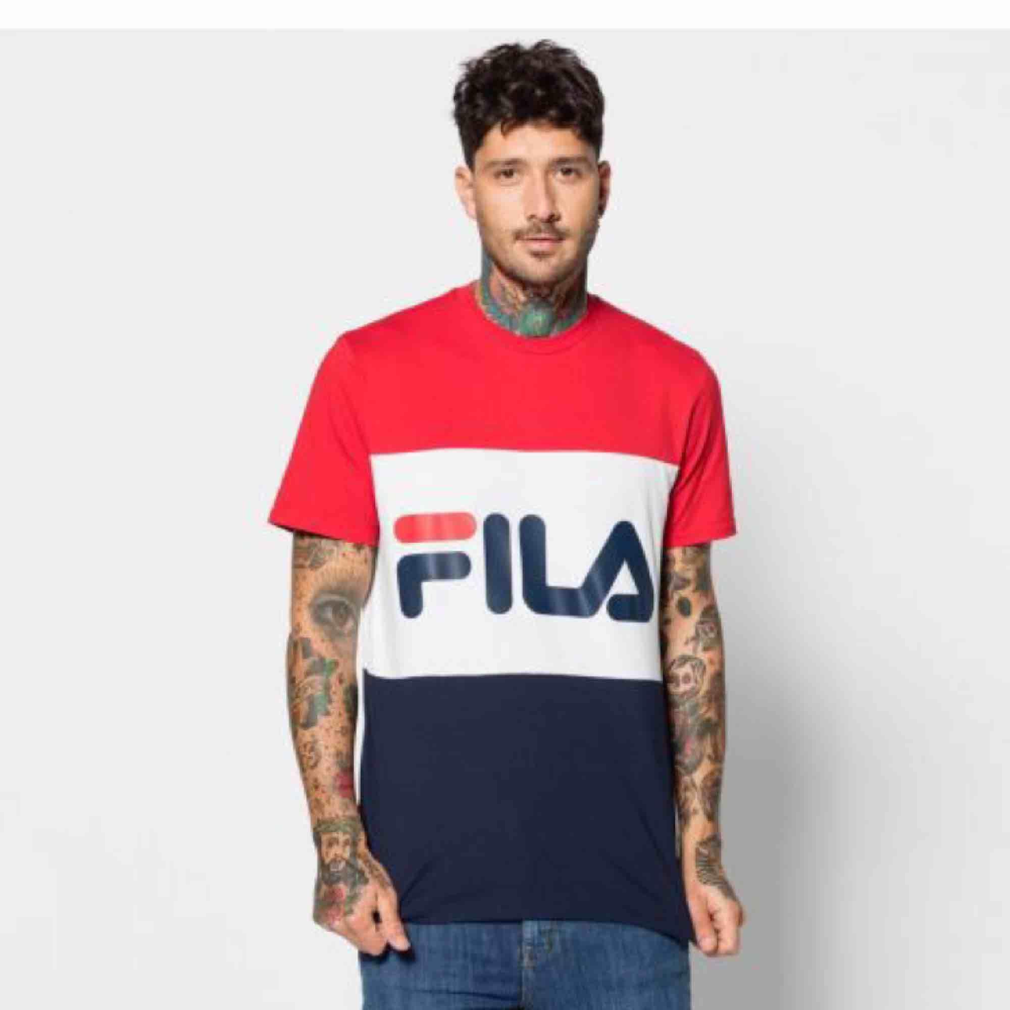 Fint skick! +39 för frakt . T-shirts.