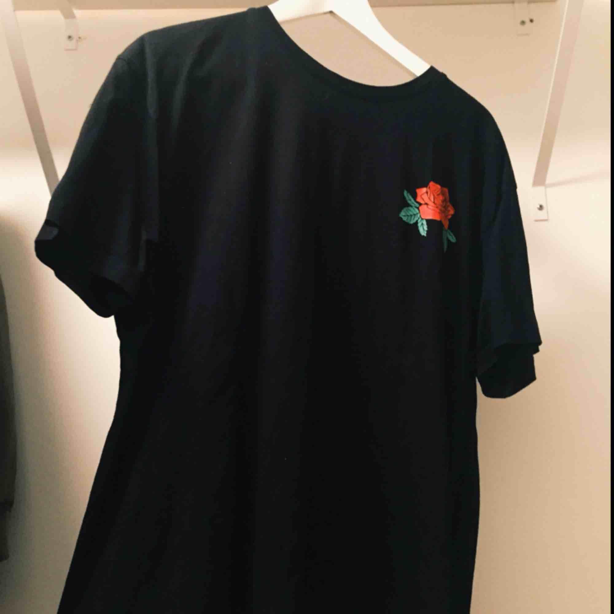 Tröja från istay i storlek L, sparsamt använd.  Frakt står köparen för! 💕🌟. T-shirts.