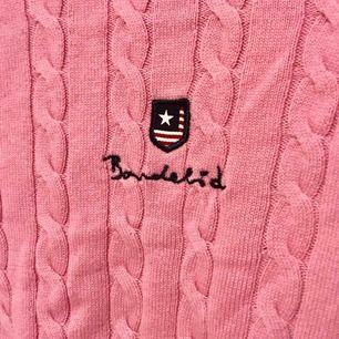 Fin stickad tröja från Bondelid. Bara använt 2-3 gånger, ställ gärna frågor😊