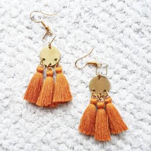 Örhängen i underbar orangebrun färg! 😍  frakt 10kr.