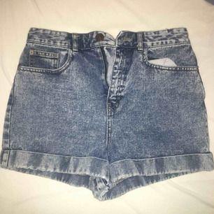 Sjukt fina jeansshorts från river island. Använt 2 gånger. Nypris: 599kr. FRI FRAKT