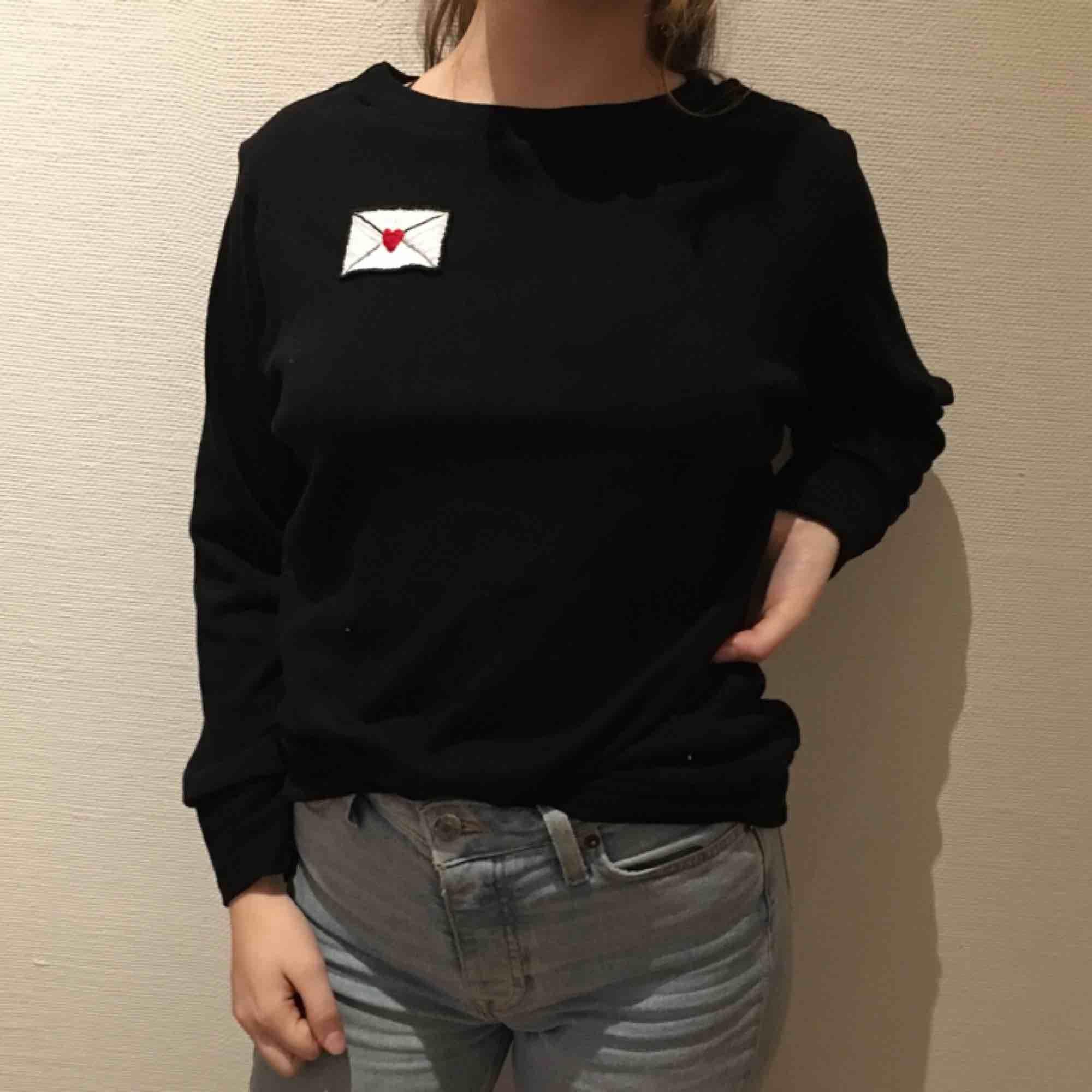 Hemmasydd Hov1 tröja i st S  Kan mötas i göteborg Köparen står för eventuell frakt. Huvtröjor & Träningströjor.