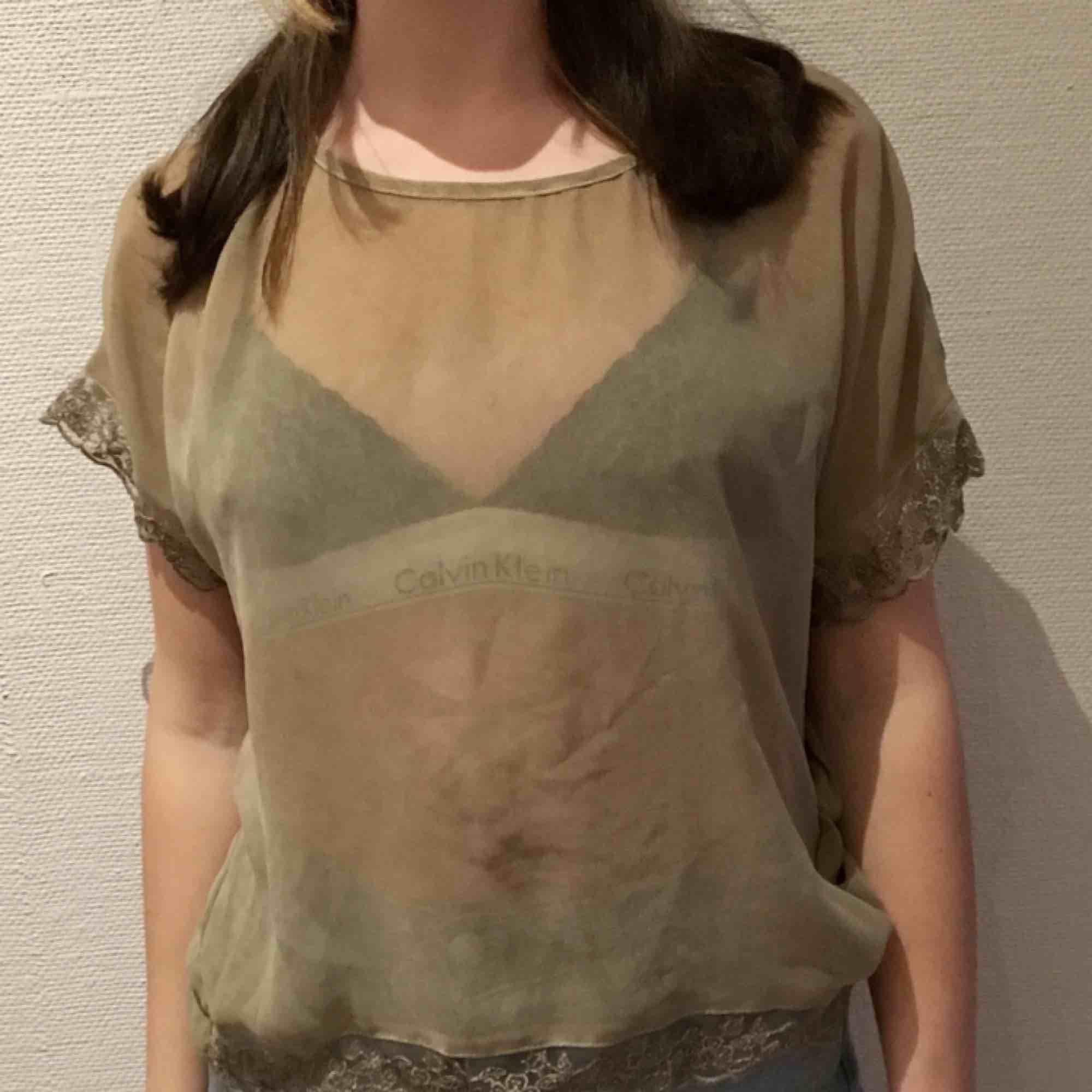 Beige mesh tshirt från Cream i st S  Kan mötas i göteborg Köparen står för eventuell frakt. T-shirts.