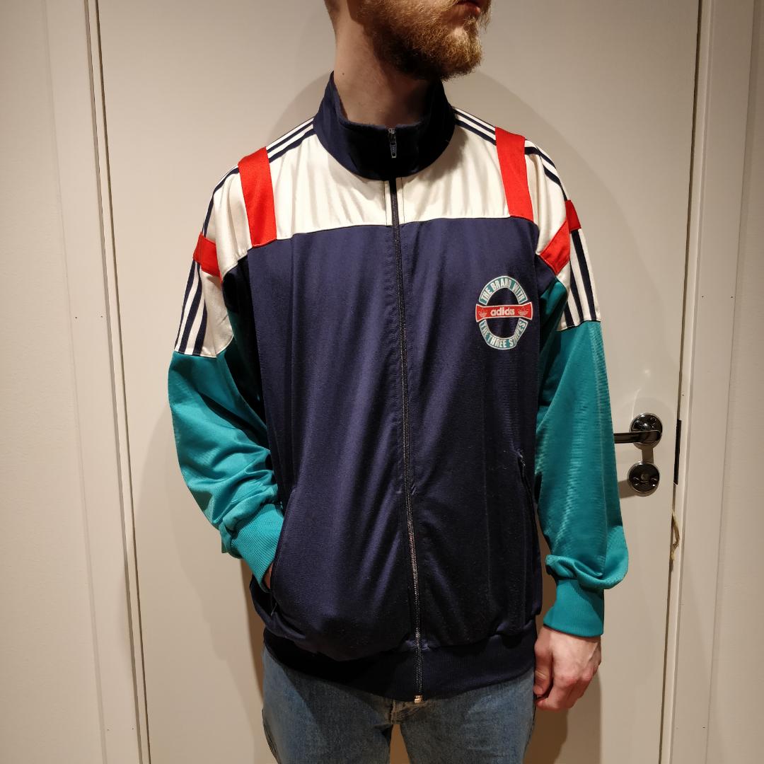 Old school Adidas Tracktop. Köpt second hand, bra skick. . Huvtröjor & Träningströjor.
