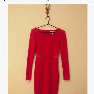 Röd klänning från nly trend Figursydd ❤️