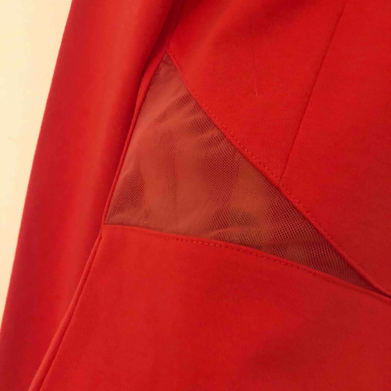 Röd klänning från nly trend Figursydd ❤️. Klänningar.
