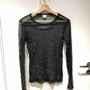 Glittrig transparant tröja från ginatricot. Sparsamt använd.  Köparen står för frakt