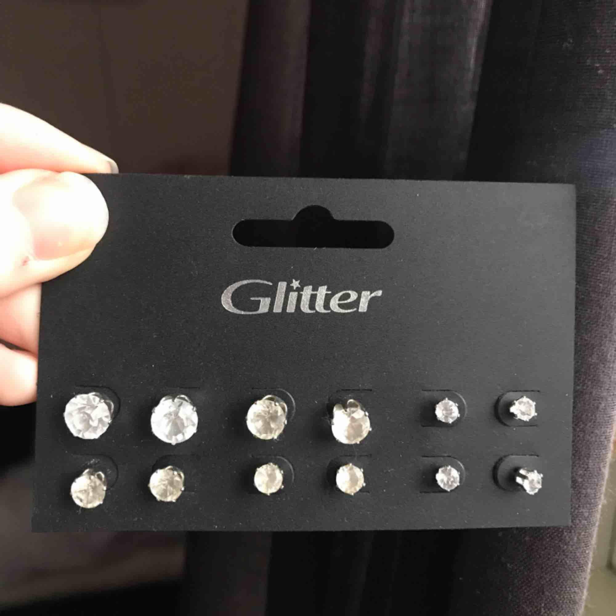 Säljer helt nya, oanvända örhängen!😊. Accessoarer.