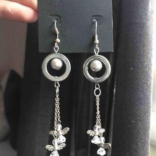 Säljer helt nya, oanvända örhängen!😊