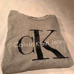 T-shirt från Calvin Klein, köpt för 499kr!🌸 priset är inklusive frakt och betalningen sker via swish☺️