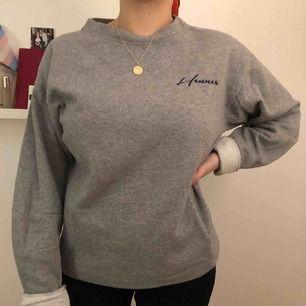 Overaized grå crewneck från H&M, sparsamt använd!