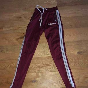Säljer mina byxor från märket GRWTH dessa är helt slutsålda och kommer inte komma tbx i lager någonsin igen.