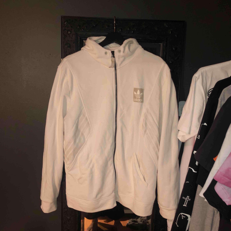 Snygg och skön zip up. Huvtröjor & Träningströjor.