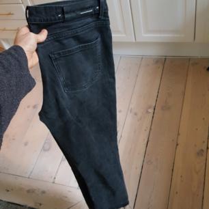 Jeans från BLK  snyggt slitna