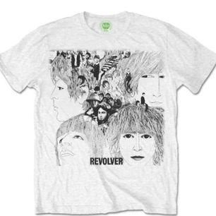 Superfin Beatles revolver t shirt! Om du vill kan du köpa revolver LP skivan för 150kr oxå :) Frakt tillkommer.   Obs, där är ingen fläck på tröjan, bara en fläck i min kamera 😊