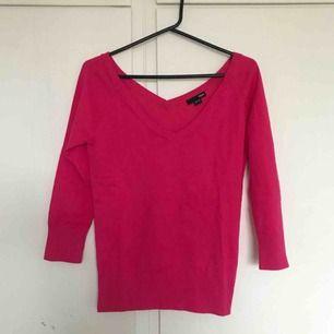 V-ringad rosa tröja. Storlek 40-42. Knappt använd, helt i nyskick!