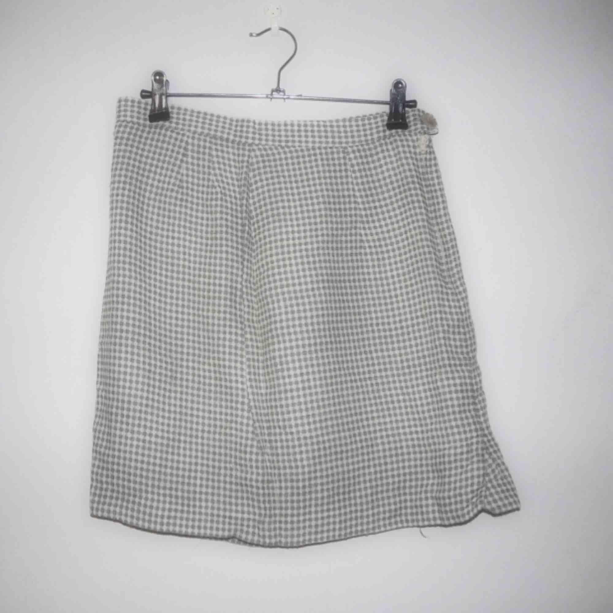 263f76af40a8 ... 10 Ljusgrön och vit rutig vintage kjol i 65%viscose, 25%lin, ...