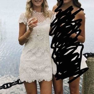 Superfin Ida Sjöstedt Paris klänning, använd vid två tillfällen men bara i några timmar. Säljer pga kommer inte till användning 😟 Kemtvättad så är i princip som ny!! Frakt ingår i priset 😁 Orginalpris: 2200