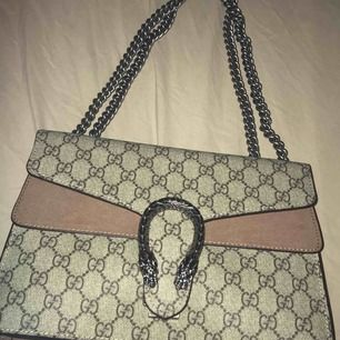 Intresse kollar nu min AA-kopia av Gucci väskan som är väldigt populär. 🦋🦋(Intresse kollar) 🦋🦋